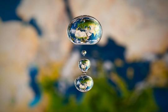水滴凸透鏡+高速攝影=創造瞬間的星球