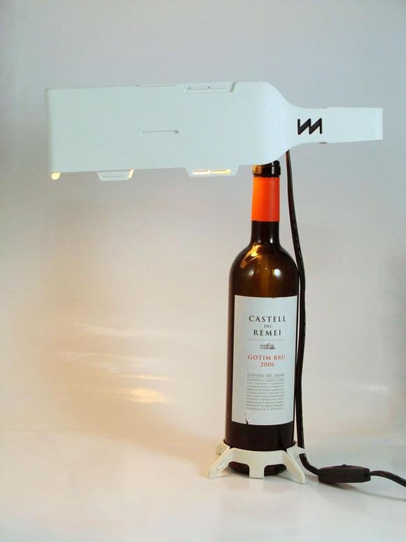 台灣團隊小智研發的酒瓶包裝檯燈
