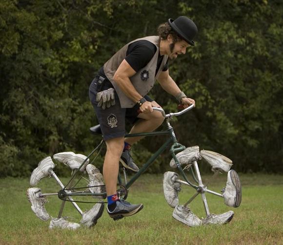 這不是卡通裡才會出現的腳踏車嗎