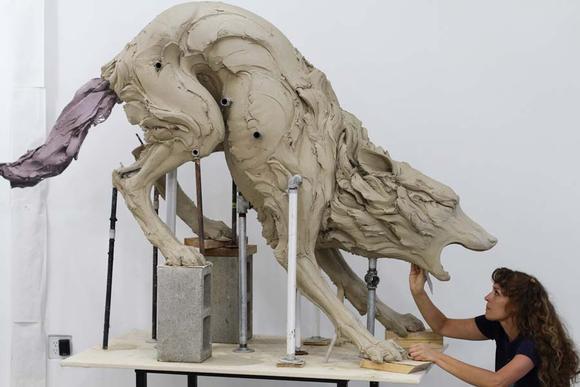 Beth Cavener Stitcher 動物性感?雕塑