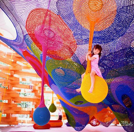 日本箱根雕刻之森博物館-頑童的大型鉤針操場