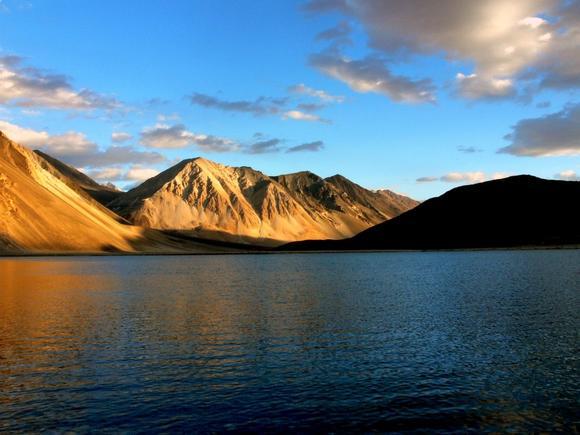 我想去的地方是在克什米爾的Ladakh地區的Pangong Tso