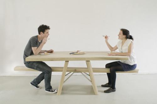 令人玩味童年的翹翹板餐桌