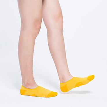 鞋子和脚印创意广告设计